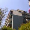 Reparación de un muro y construcción de un techo con teja asfáltica en el 7º piso