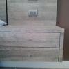 Realizar respaldo con mesas de luz en madera