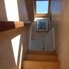 Poner alfombra a escalera