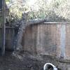 Demolición de techo, emparejamiento de terreno y demarcación de estacionamientos