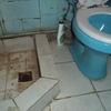 Instalar una pileta de ducha en un baño de servicio de un departamento antiguo y hacer un bypass del desagüe de la ducha