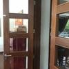 Instalación puerta madera living/comedor