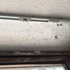 Retapizar un bow window, pintar pedacito loza techo baño, poner junquillos internos closet