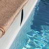 Reparación de revestimiento de fibra de vidrio en piscina de edificio