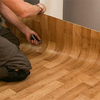 Revestir piso de madera con piso vinílico en dormitorio, o recuperar piso de madera